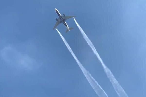 تخلیه سوخت هواپیما برسر دانش آموزان در لس آنجلس، 23 نفر مجروح شدند